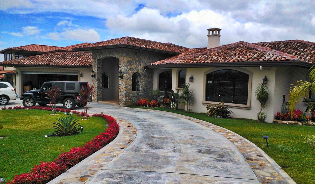Los molinos boquete casas inmopanama for Boquete piscina