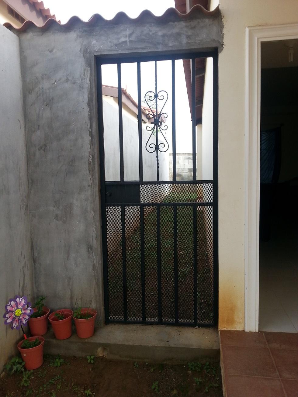 Puertas de metal para casas trendy esquema with puertas for Puertas de hierro para casas