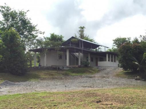 Casa en venta en volcan con cr a de tilapia chiriqui for Cria de tilapia en casa