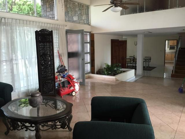 Amplia y comoda casa con un increible jardin en coco del for Casa con jardin alquiler