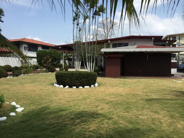 Maravillosa y amplia casa con amplios jardines en coco del for Casa con jardin alquiler