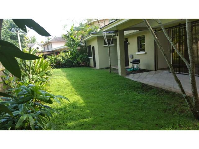 Grandiosa casa con amplio y hermoso jardin ubicado en for Casa con jardin alquiler