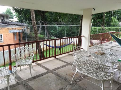 Gran oportunidad casa remodelada con jardin y terraza en for Casa con jardin alquiler