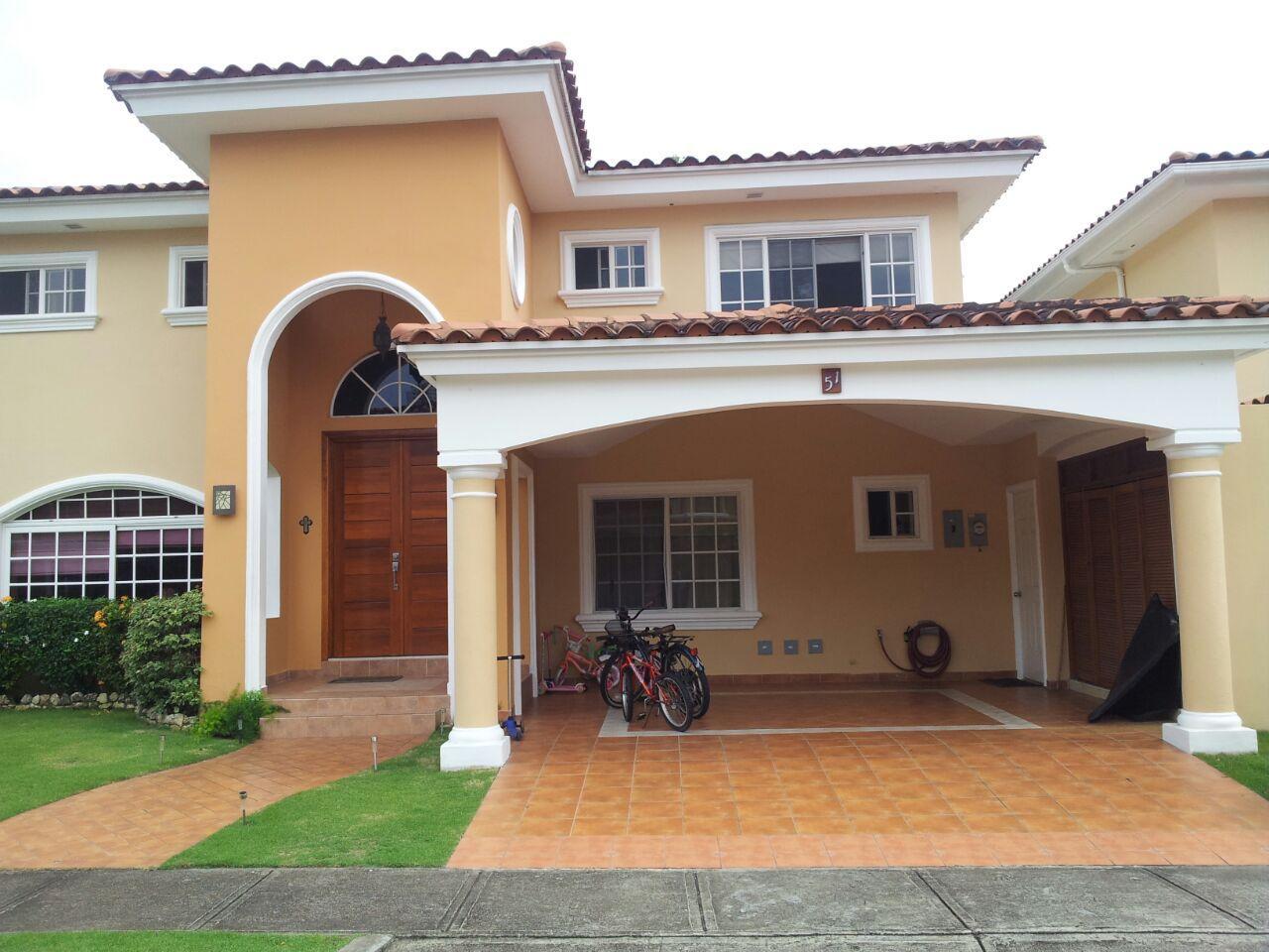 Vendo amplia y c moda casa en costa del este 4 recamaras 2 parking p60219 inmopanama for Casas pequenas y comodas